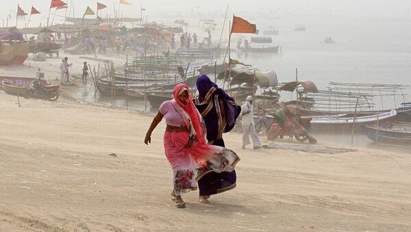 Una tormenta de polvo en la India - Sputnik Mundo