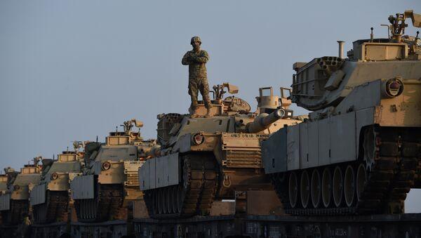 Los vehículos blindados de EEUU en la base militar de Rumanía (archivo) - Sputnik Mundo