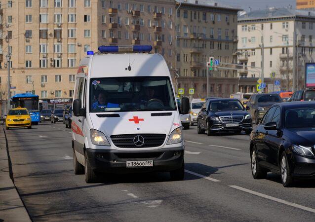 Una ambulancia en Moscú (archivo)