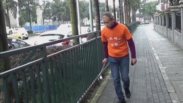 El millonario Zhong Congrong recoge la basura de su ciudad, Chongqing - Sputnik Mundo