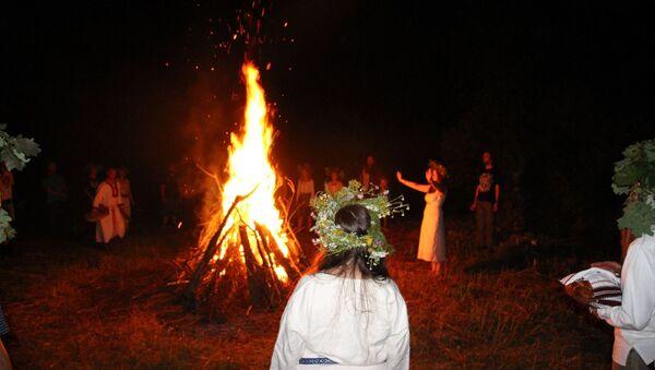 Las festividades paganas de la organización Watra en Polonia - Sputnik Mundo