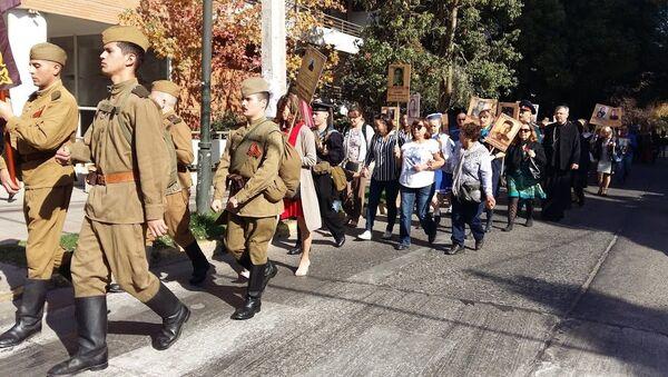 Comunidad rusa en Chile realiza el Regimiento Inmortal en las calles de Santiago - Sputnik Mundo