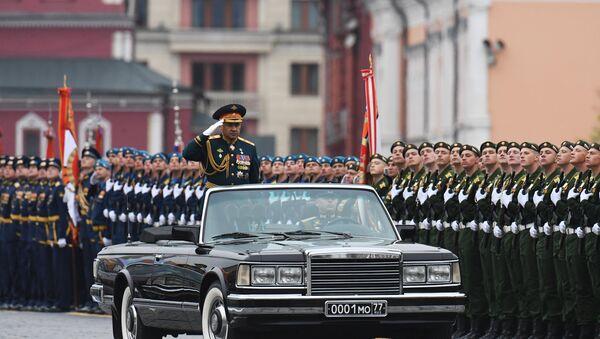 El ministro ruso de Defensa, Serguéi Shoigú, durante el ensayo general del desfile militar en la Plaza Roja por el 73 aniversario de la Victoria en la Gran Guerra Patria. - Sputnik Mundo