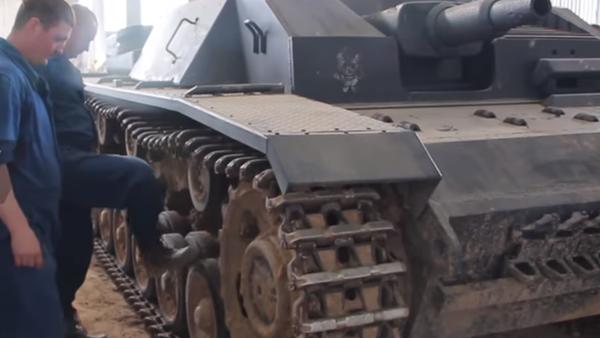 Así restauran blindados de la Segunda Guerra Mundial los 'cazadores de tanques' - Sputnik Mundo