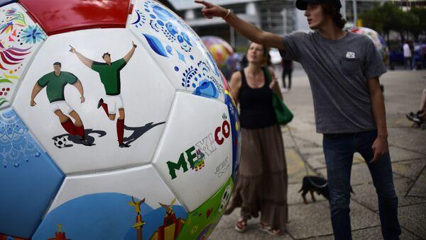 Una pieza que simboliza a México del Ball Parade Russia 2018 en el Paseo de la Reforma en la Ciudad de México - Sputnik Mundo