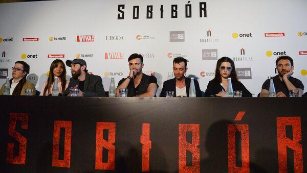 El actor y director de cine ruso Konstantín Jabenski  en la rueda de prensa tras la presentación de la película rusa 'Sobibor' - Sputnik Mundo