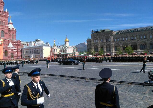 La limusina del titular de Defensa ruso durante el Desfile de la Victoria, visto desde la tribuna de los participantes
