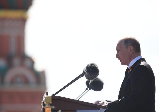 Vladímir Putin, presidente de Rusia, ofrece discurso durante el Desfile del Día de la Victoria en la Plaza Roja, Moscú, Rusia
