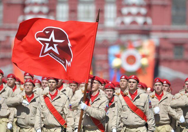 Los jóvenes miembros del movimiento patriótioco Yunarmia durante el Desfile de la Victoria
