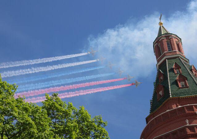 Aviones de asalto ruso Su-25 durante el Desfile del Día de la Victoria en la Plaza Rusia, Moscú, Rusia