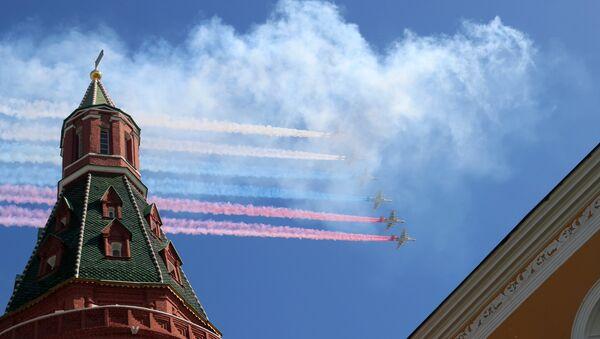 Aviones de asalto ruso Su-25 durante el Desfile del Día de la Victoria en la Plaza Rusia, Moscú, Rusia - Sputnik Mundo