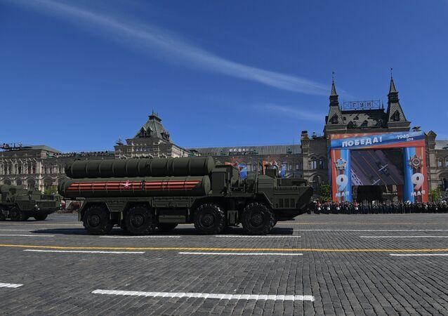 Sistema de misiles S-400 Triumf ruso durante el Desfile del Día de la Victoria en la Plaza Rusia, Moscú, Rusia
