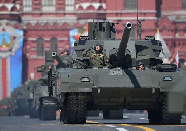 Vehículos blindados T-14 Armata durante el ensayo general del Desfile de la Victoria
