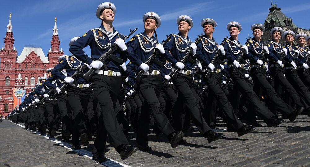 Cadetes del Instituto Naval Ushakov de la Flota del Báltico en el Desfile de la Victoria de 2018