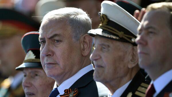 El primer ministro de Israel, Benjamín Netanyahu durante Desfile durante el Día de la Victoria en la Plaza Roja, Moscú, Rusia - Sputnik Mundo