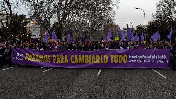 Manifestación por los derechos de las mujeres en Madrid, España - Sputnik Mundo