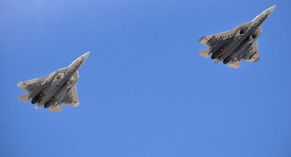 Dos Su-57, cazas polivalentes rusos, en el desfile militar de la Victoria