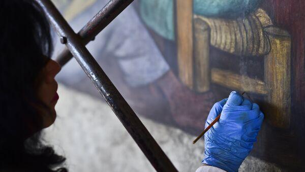 Una obra de Diego Rivera bajo restauración - Sputnik Mundo