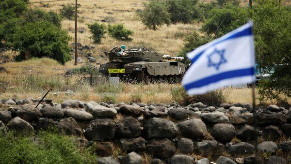 Un tanque y la bandera de Israel - Sputnik Mundo