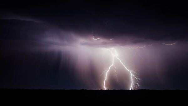 Rayos durante una tormenta - Sputnik Mundo