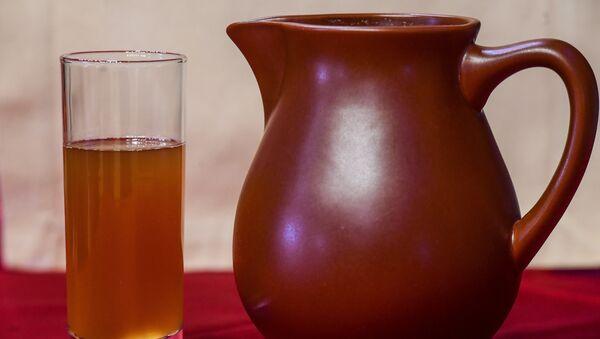 Poza, una bebida con poco alcohol, llamada a veces kvas mordovino - Sputnik Mundo