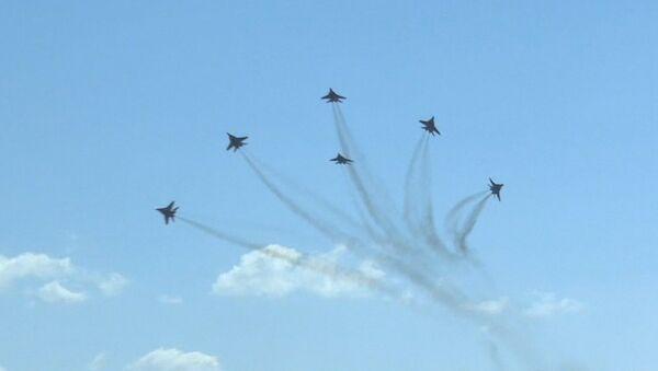 Los caballeros del aire muestran lo mejor en Kúbinka - Sputnik Mundo