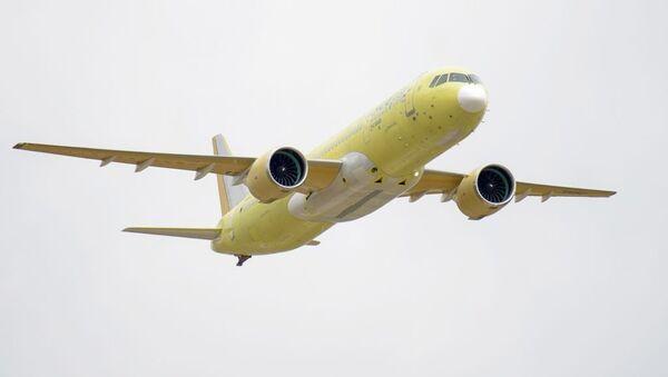 El segundo prototipo del avión de pasajeros ruso MC-21-300 durante su primer vuelo en mayo de 2018 (Archivo) - Sputnik Mundo