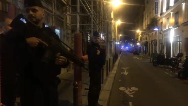 La policía francesa tras el ataque con cuchillo en París - Sputnik Mundo