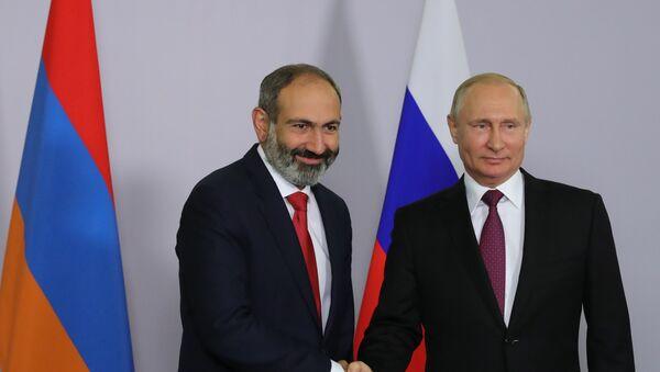 El nuevo jefe del Gobierno armenio, Nikol Pashinián y Vladímir Putin, presidente de Rusia - Sputnik Mundo
