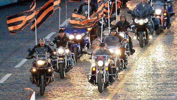 Los motociclistas del club Lobos de la Noche - Sputnik Mundo