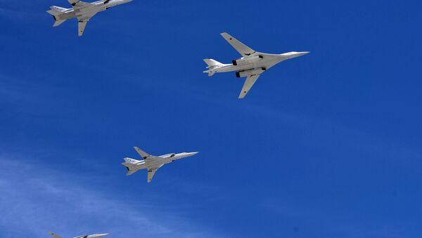 Un bombardero estratégico-portador de misiles Tu-160 - Sputnik Mundo