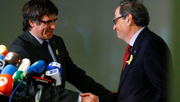 El expresidente de Cataluña, Carles Puigdemont, y el nuevo presidente del Gobierno catalán, Quim Torra - Sputnik Mundo