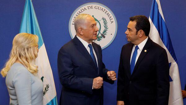 Primer ministro de Israel, Benjamín Netanyahu, y el presidente de Guatemala, Jimmy Morales - Sputnik Mundo