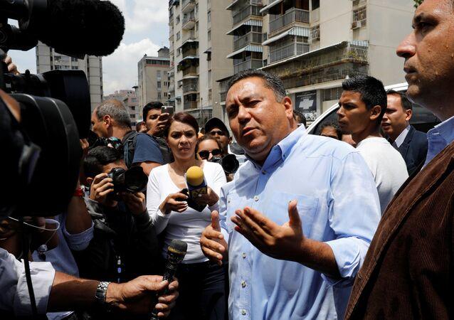 Javier Bertucci, candidato a la presidencia de Venezuela, cerca de SEBIN