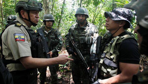 Militares de Ecuador en la frontera con Colombia - Sputnik Mundo