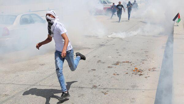 Enfrentamientos con las tropas israelíes en la frontera entre Gaza e Israel - Sputnik Mundo