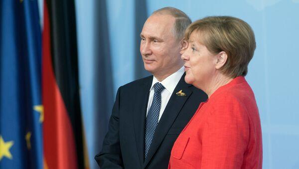 El presidente de Rusia, Vladímir Putin y la canciller de Alemania, Angela Merkel - Sputnik Mundo