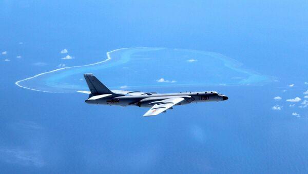 El bombardero H-6K, actualmente a servicio de las FFAA de China - Sputnik Mundo