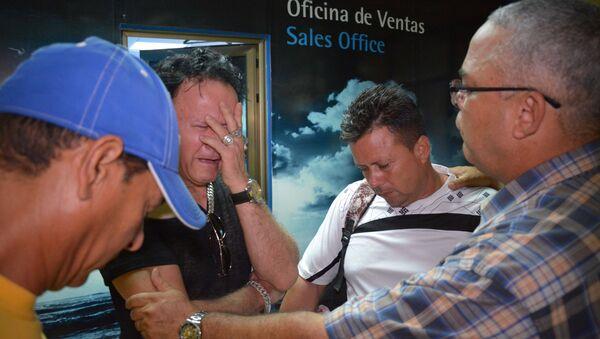 Los familiares de los pasajeros que viajaban en el avión Boeing 737 que se estrelló en La Habana - Sputnik Mundo