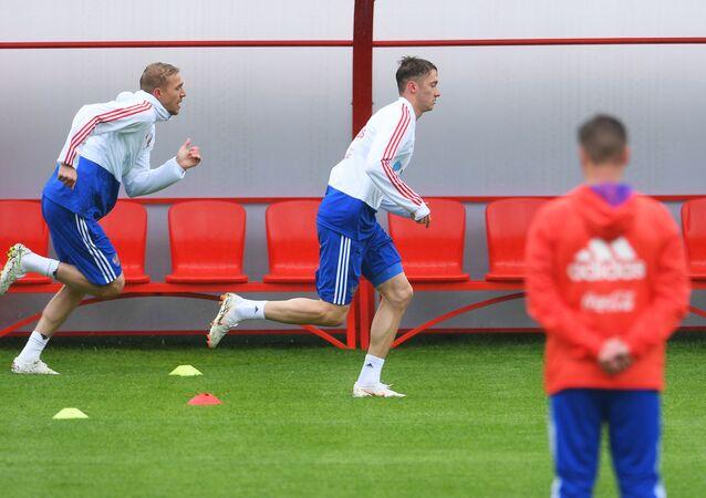 La selección de Rusia de fútbol durante el entrenamiento