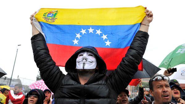 Los venezolanos residentes en Bogotá, Colombia, protestan contra las elecciones presidenciales de Venezuela - Sputnik Mundo