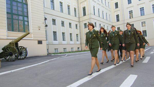 Mujeres cadetes en la Academia de las Tropas de Misiles Estratégicos Pedro el Grande (Archivo) - Sputnik Mundo