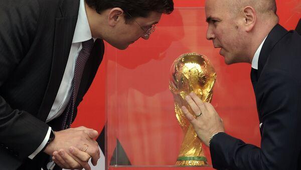 El trofeo del Mundial de Fútbol 2018 en Nizhni Nóvgorod - Sputnik Mundo