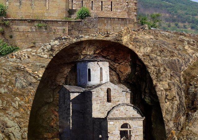 La interpretación artística de la estructura enterrada en la parte noroccidental de la fortaleza de Narín-Kalá