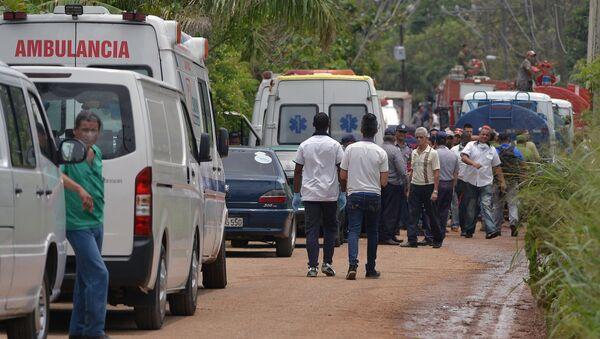 Ambulancia cubana en el lugar del siniestro del avión Boeing 737 en La Habana - Sputnik Mundo