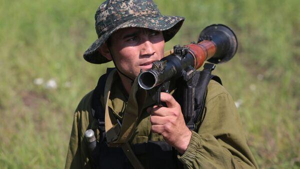 Un militar de Uzbekistán - Sputnik Mundo