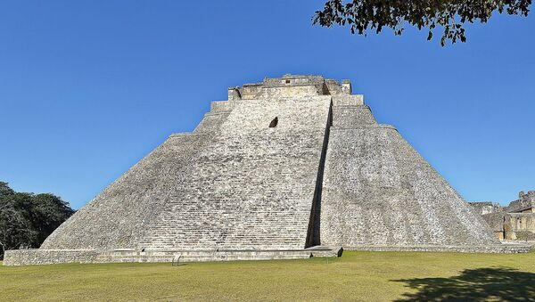 Pirámide del Adivino, Uxmal, México - Sputnik Mundo