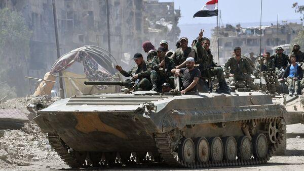 El Ejército sirio libera de los terroristas el campo de refugiados palestinos Yarmuk situado en el sur de Damasco - Sputnik Mundo