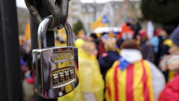 Partidarios de la independecia de Cataluña paticipan en una manifestación (archivo) - Sputnik Mundo