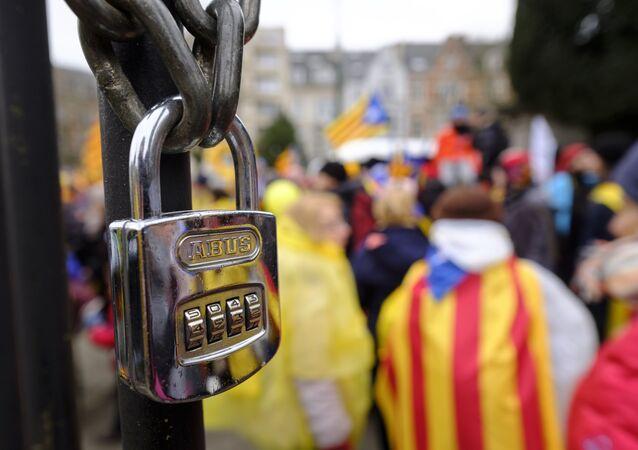 Partidarios de la independecia de Cataluña paticipan en una manifestación (archivo)